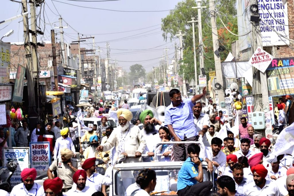 Faridkot: Delhi Chief Minister Arvind Kejriwal during a road show in support of AAP's Lok Sabha candidate from Faridkot, Sadhu Singh for the forthcoming Lok Sabha polls, in Punjab's Faridkot, on May 16, 2019. (Photo: Twitter/@AamAadmiParty) - Arvind Kejriwal and Singh