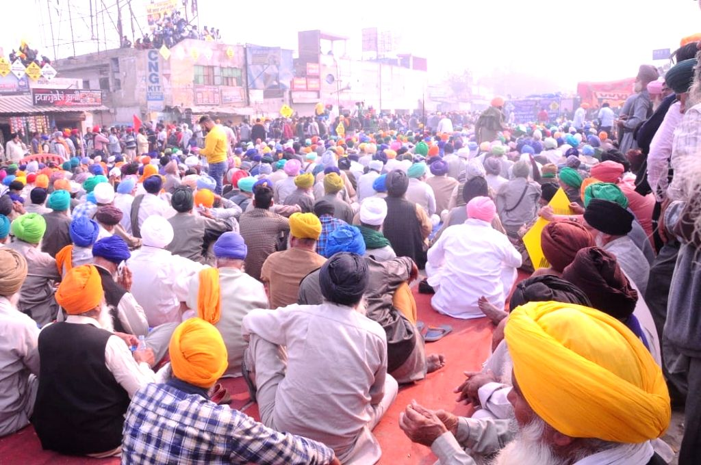 Farmer from Punjab/Haryana gathered at Singhu border during their ongoing 9th day of Delhi chalo protest against New farm laws, in New Delhi on Friday.