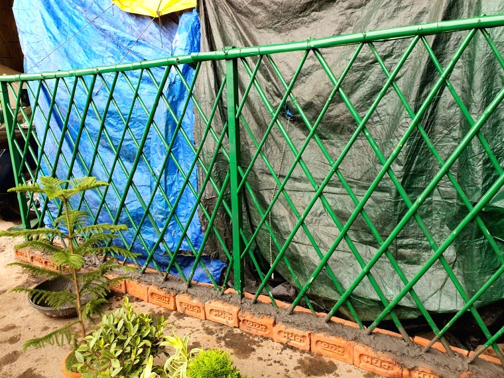 Farmer new way to avoid strong storm-rain, strengthened the boundary outside the tent with a paved wall.
