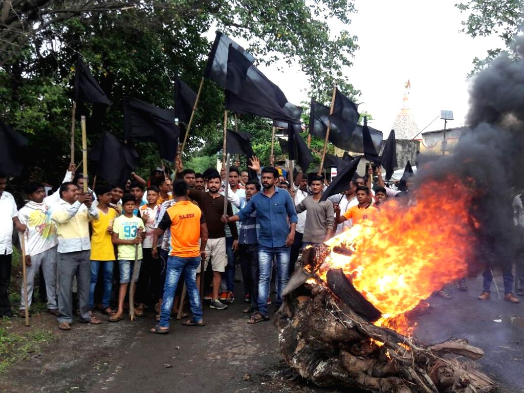 Farmers agitating against land acquisition torch a police van near Kalyan in Maharashtra's Thane on June 22, 2017.