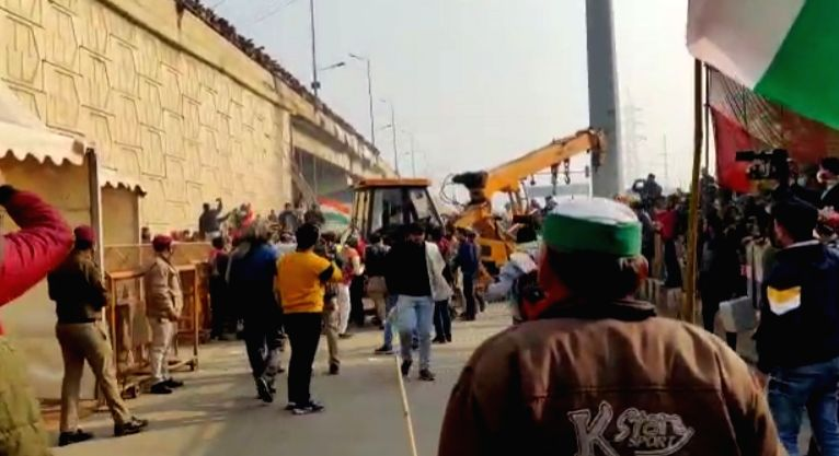 Farmers at Ghazipur Border try to break barricades and move ahead.