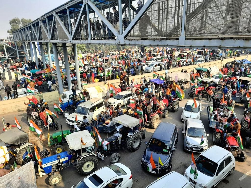 Farmers break barricades at Ghazipur, enter Delhi.