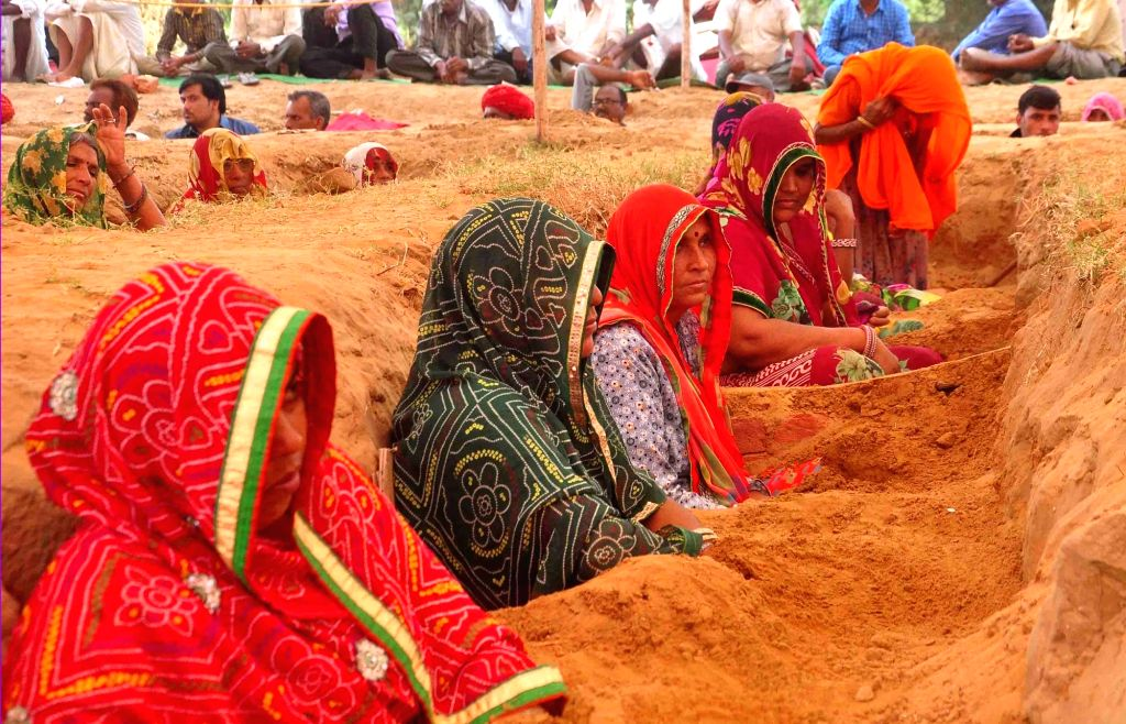 Farmers continue their 'Satyagrah' - nonviolent resistance - against alleged forcible acquisition of their land by  Jaipur Development Authority at Nindar Village in Jaipur on Oct 10, 2017.