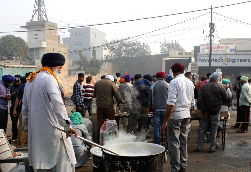 Farmers prepare food for their meals during their protest against the three farm laws that continues for the 10th day, at Delhi-Haryana's Singhu Border on Dec 5, 2020.