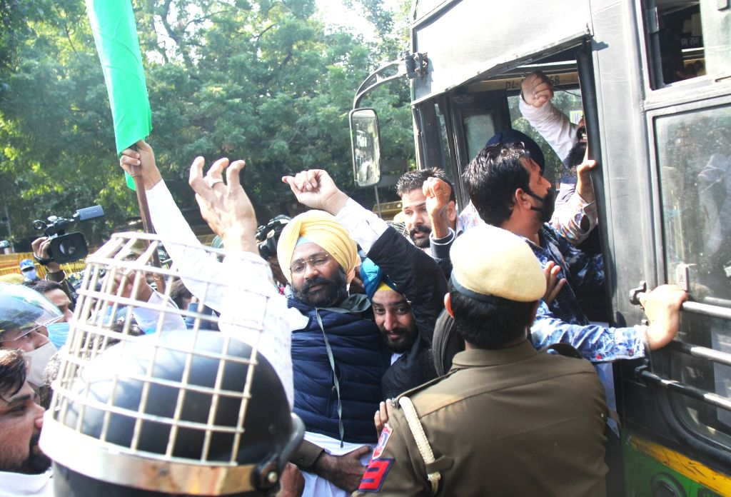 Farmers protesting against the new Farm Laws at Jantar Mantar detained by the police on Nov 26, 2020.