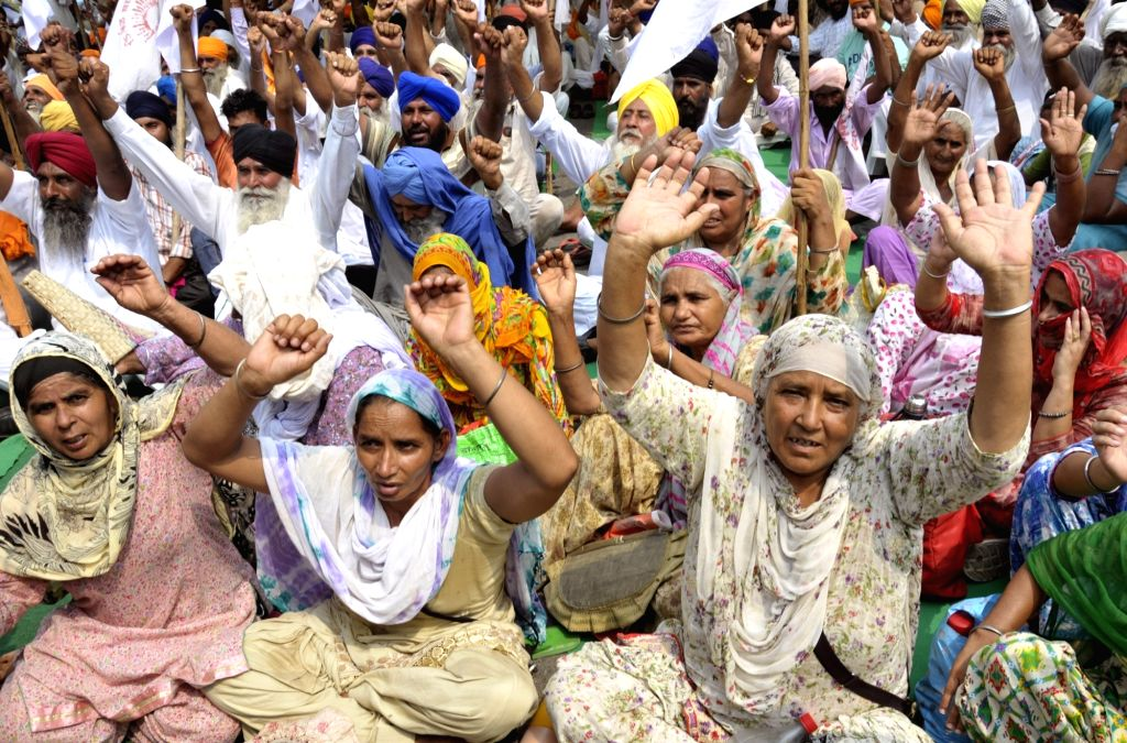 Farmers stage a demonstration over loan waivers in Amritsar on Aug 19, 2017.