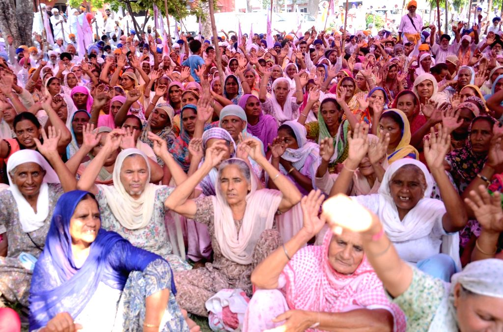 Farmers stage a demonstration to press for their various demands in Amritsar pn Sept 19, 2016.