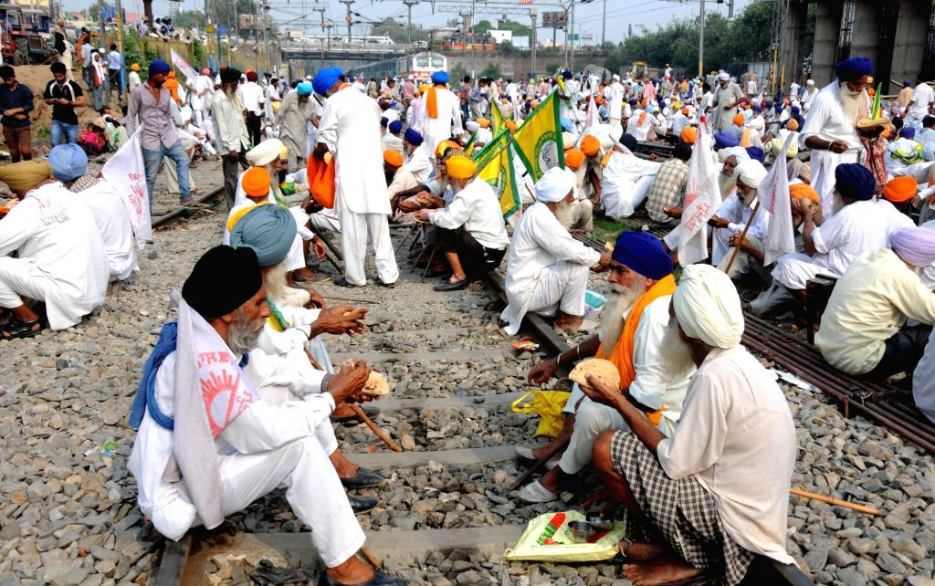 Farmers stage a railway blockade to pres for their demand in Amritsar on Sept 25, 2016.