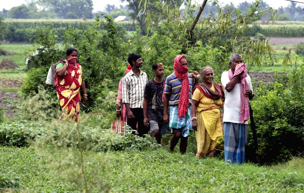 Farmers walk back home after working at their agricultural fields in Kolkata during the extended nationwide lockdown imposed to mitigate the spread of coronavirus; on Apr 26, 2020.