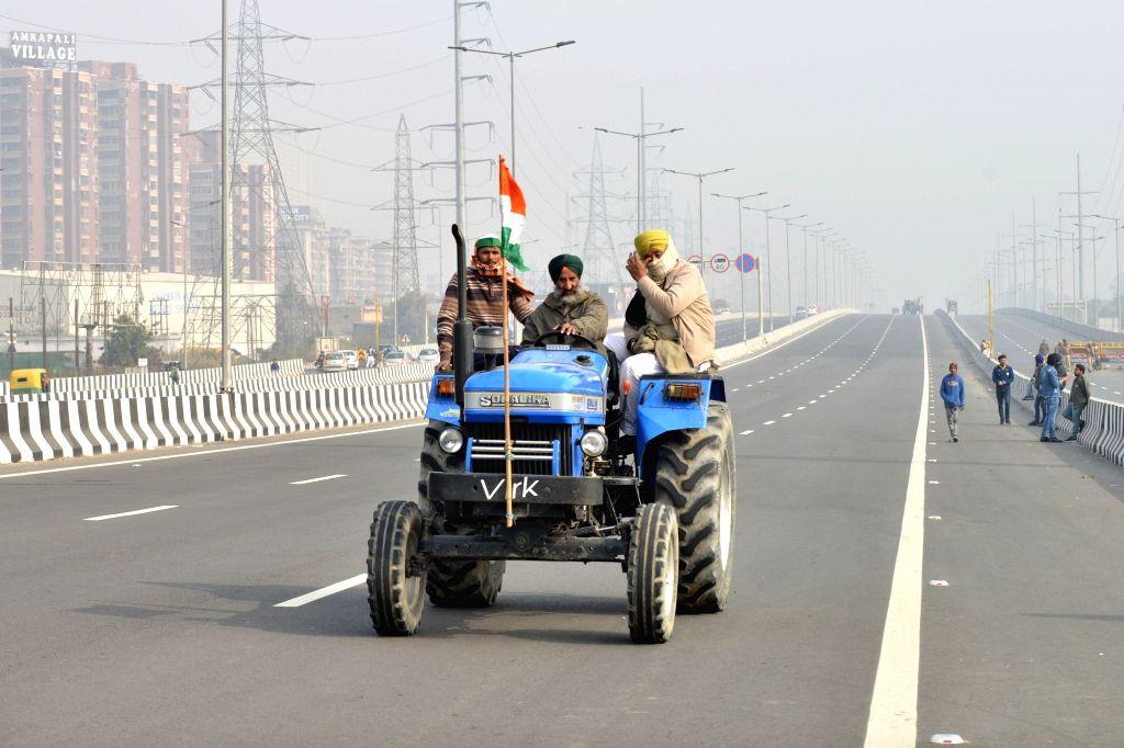 Farmers with their tractors at Delhi-Uttar Pradesh in Ghazipur border on Jan 25, 2021