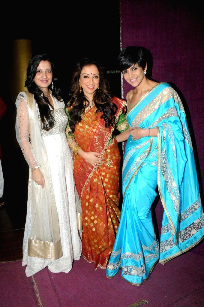 Fashion designer Amy Billimoria with Madhurima Nigam and Mandira Bedi during the fittings for the musical play Three Women in Mumbai on Sept. 5, 2014. - Mandira Bedi