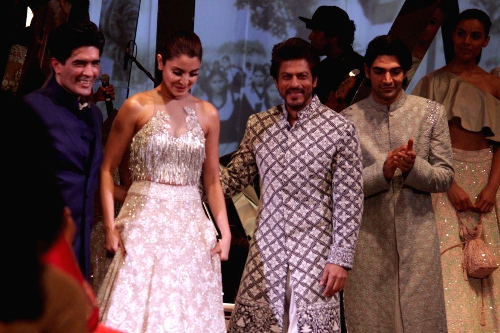 Fashion designer Manish Malhotra, actors Shahrukh Khan and Anushka Sharma during the Mijwan Summer 2017 fashion show during the Mijwan Summer 2017 fashion show in Mumbai on March 5, 2017. - Shahrukh Khan, Anushka Sharma and Manish Malhotra