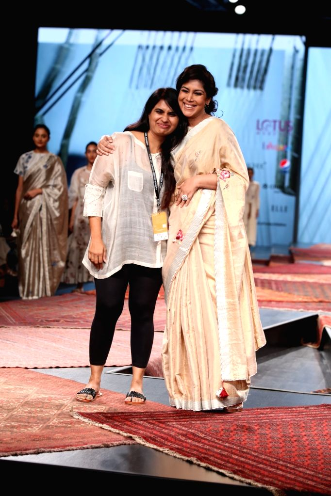 Fashion designer Pratima Pandey with actress Sakshi Tanwar on the first day of Lotus India Fashion Week where collections from her fashion label Prama were showcased, in New Delhi on Oct ... - Sakshi Tanwar and Pratima Pandey