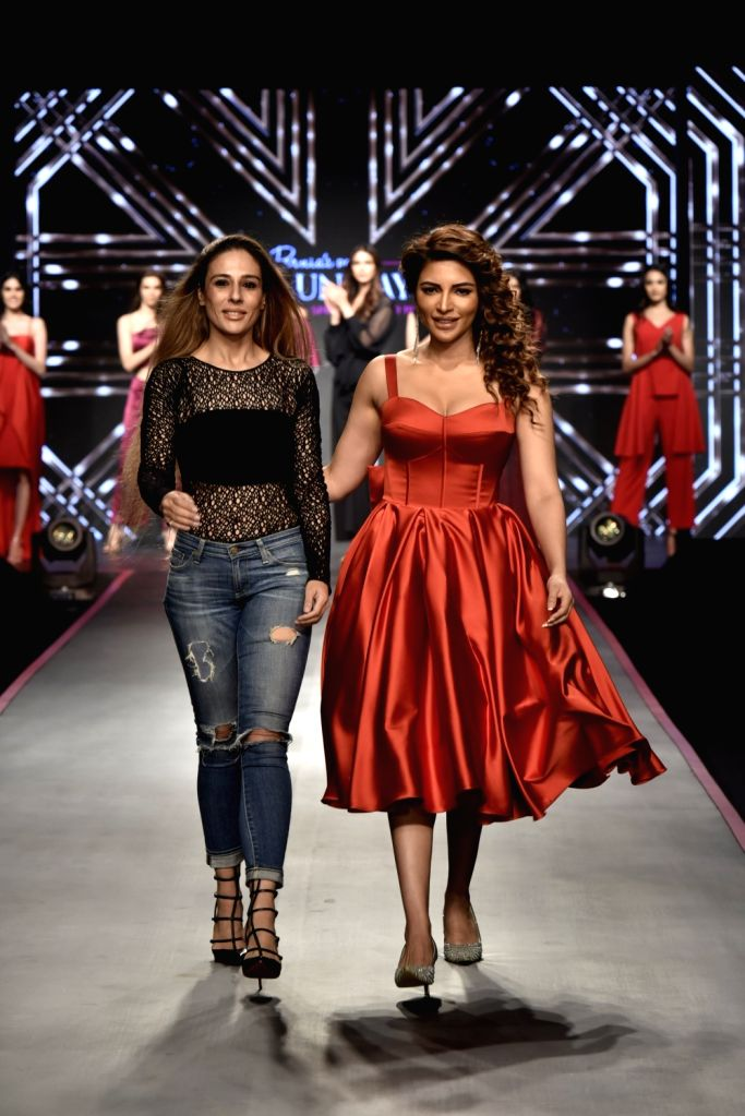 Fashion designer Rippii Sethi with actress Shama Sikander during Pernia's Pop-Up Show Spring Summer 19' in Mumbai, on Feb 13, 2019. - Shama Sikander