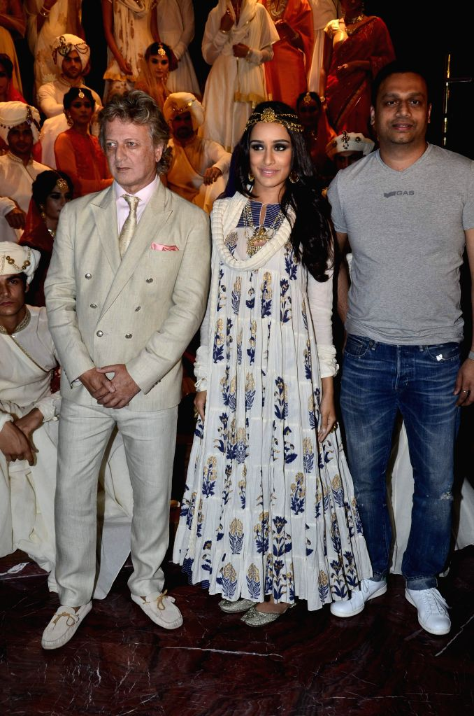 Fashion designer Rohit Bal, Actor Shraddha Kapoor and Arun Chandra Mohan, Founder and CEO, Jabong during a fashion show to display Rohit Bal's collection for Jabong, a popular online shopping ... - Shraddha Kapoor