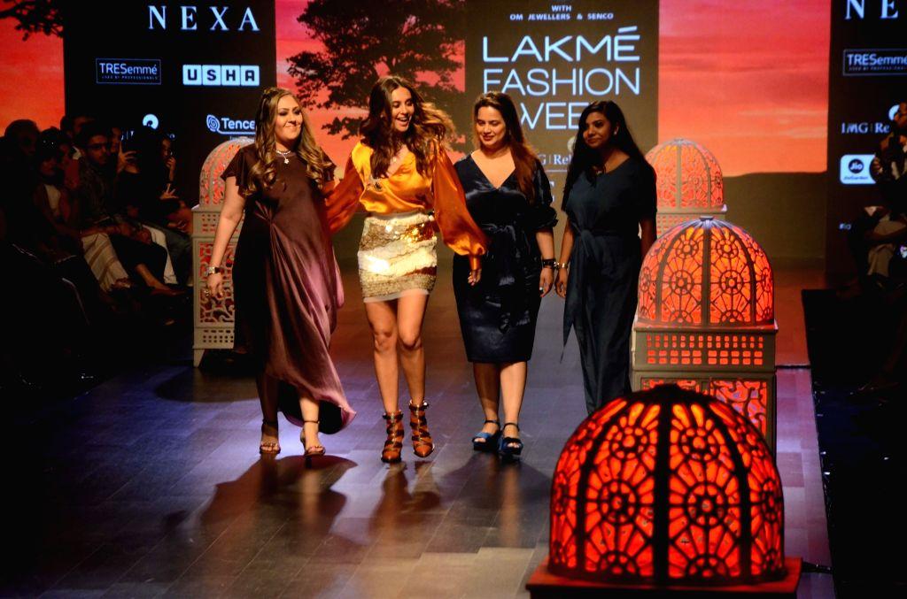 Fashion designer Sonal Verma with singer Shibani Dandekar at Lakme Fashion Week (LFW) Summer/Resort 2019 in Mumbai, on Feb 2, 2019. - Sonal Verma