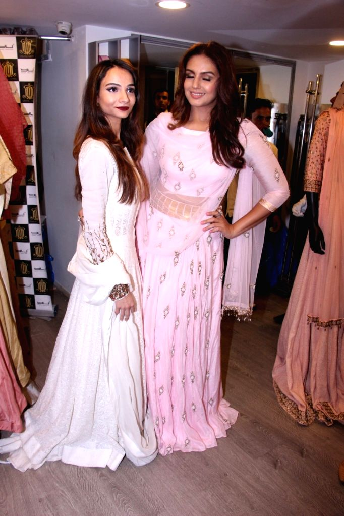 Fashion designer Tanzila Antulay and actress Huma Qureshi during the launch of fashion designer Tanzila Antulay's debut collection at Umang Mehta store in Mumbai on Oct. 6, 2016. - Huma Qureshi and Umang Mehta