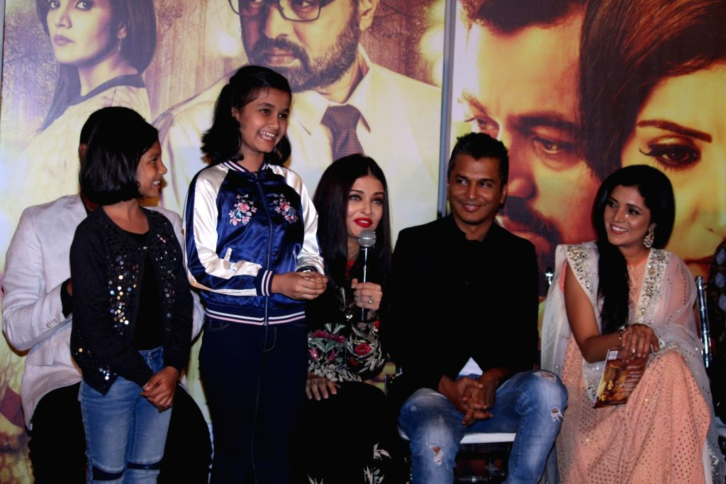 Fashion designer Vikram Phadnis, Bollywood actress Aishwarya Rai and Marathi film actor Mukta Barve during the music launch of marathi film Hrudayantar in Mumbai, on June 10 2017. - Aishwarya Rai