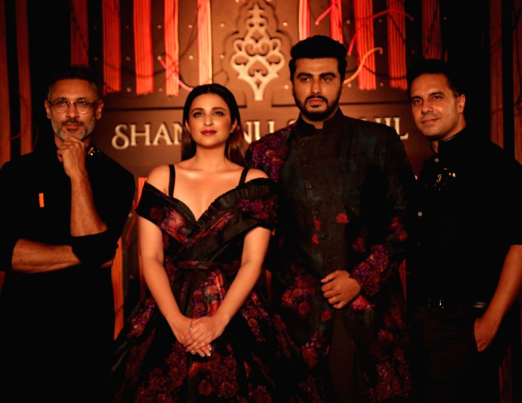 "Fashion Designers Shantanu and Nikhil with actors Parineeti Chopra and Arjun Kapoor at their show - ""Independence"" where their Autumn-Winter 2018 couture collection was ... - Parineeti Chopra and Arjun Kapoor"