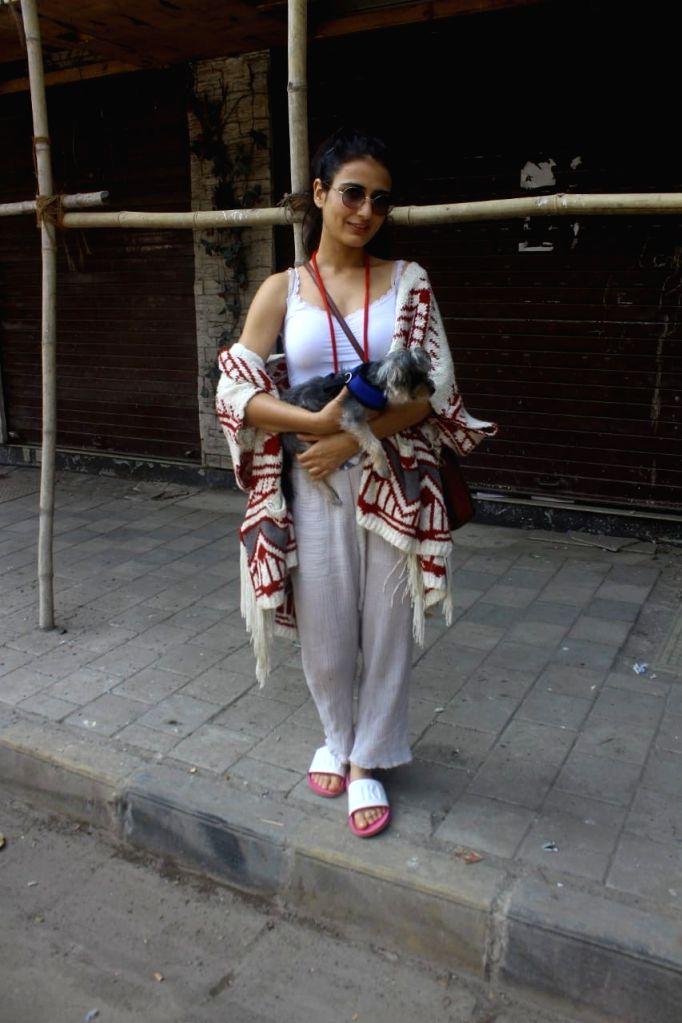 Fatima Sana Shaikh seen at Santacruz on Thursday,28 January 2021.