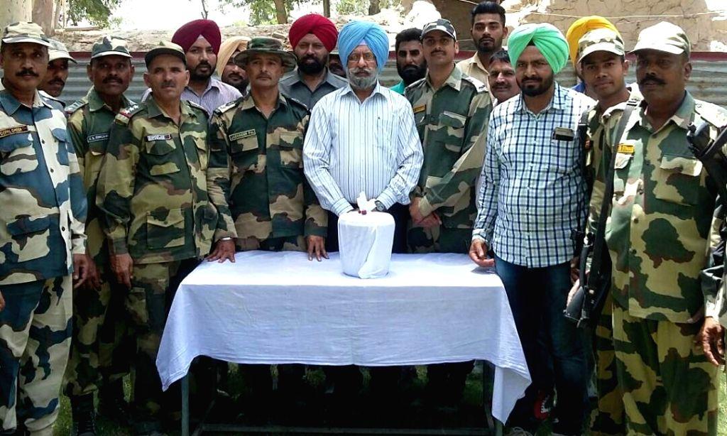 Fazilka : BSF officials display 2 kg heroin seized near BOP GG-I, Ex- 169 Bn BSF, Sector Abohar' in Fazilka, Punjab on June 3, 2017.