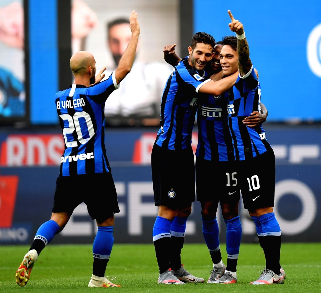 FC Inter's Ashley Young (2nd R) celebrates his goal with his teammates during a Serie A football match between FC Inter and Brescia in Milan, Italy, July 1, 2020.