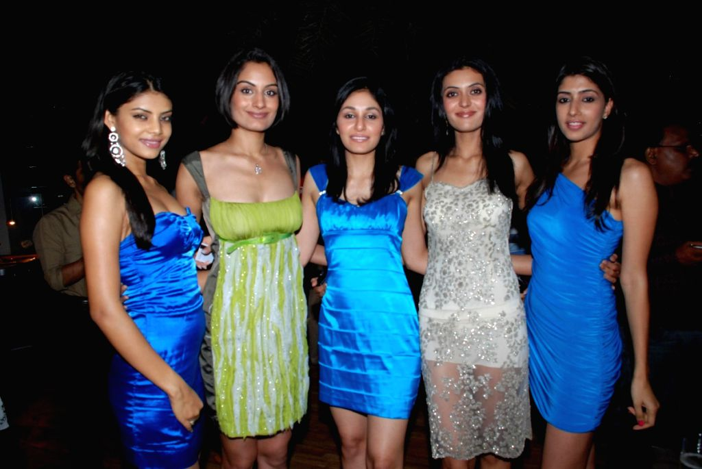 Femina Miss Indias at Pervez Damania bash.