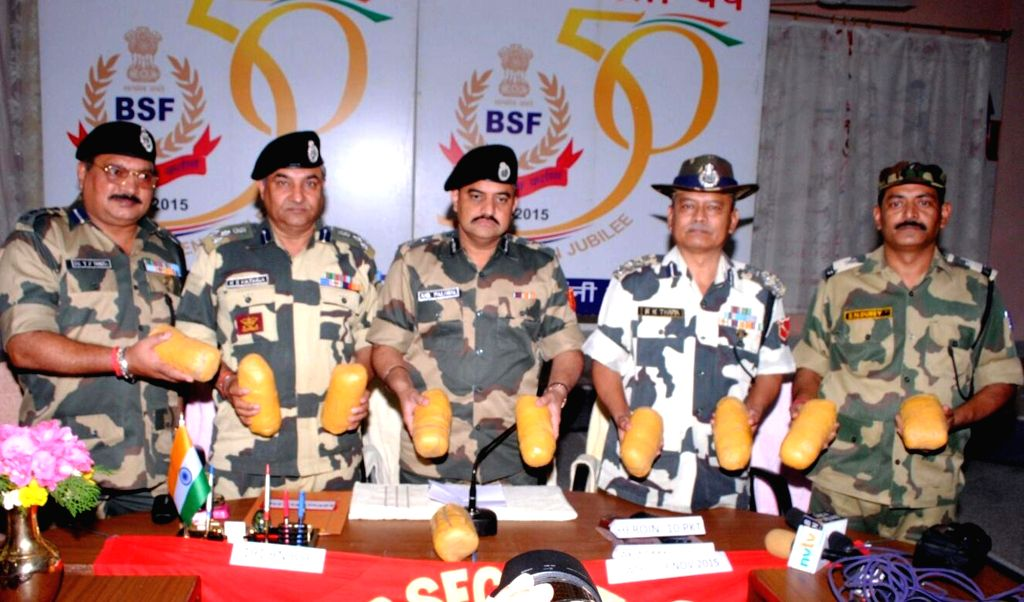 :Ferozepur: BSF personnel present before press 10 kg heroin -valued at Rs.50 crore- recovered by them in Ferozepur of Punjab on Nov 3, 2015. (Photo: IANS).