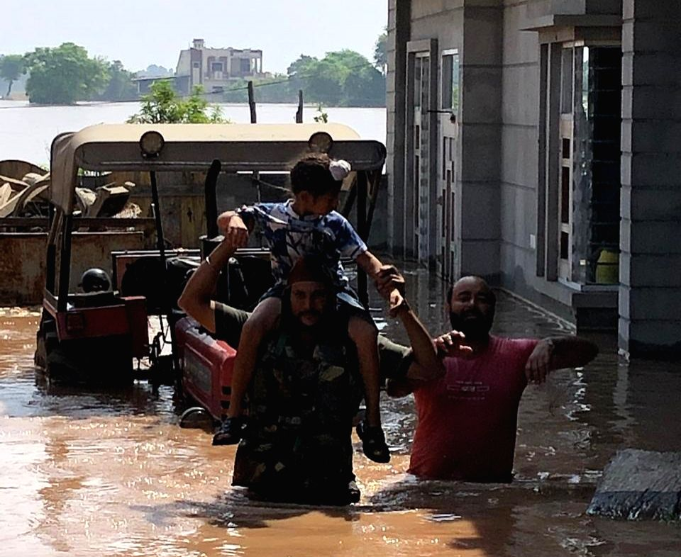 Ferozepur: Sixteen teams of the Indian Army from Vajra Corps of Western Command along with aviation resources carry out flood relief and rescue operations in flood-ravaged villages of Punjab. More than 300 villages, mainly in Ropar, Anandpur Sahib, J