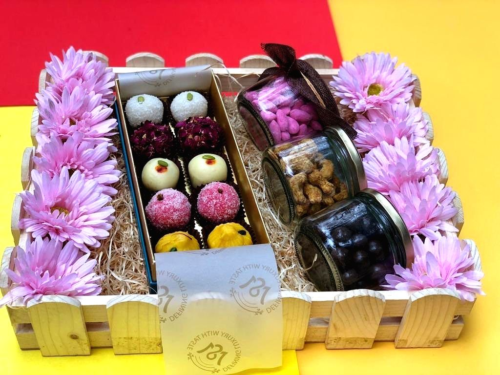 Festivals are never complete without gifting our beloveds. To spice up this Diwali, Arpit Chawla and Anchal Sharma, Co-Founders, Meetha Shagun (MS), who offer conceptualised and themed gifting, suggest tips for a delightful festive gift basket for al - Anchal Sharma