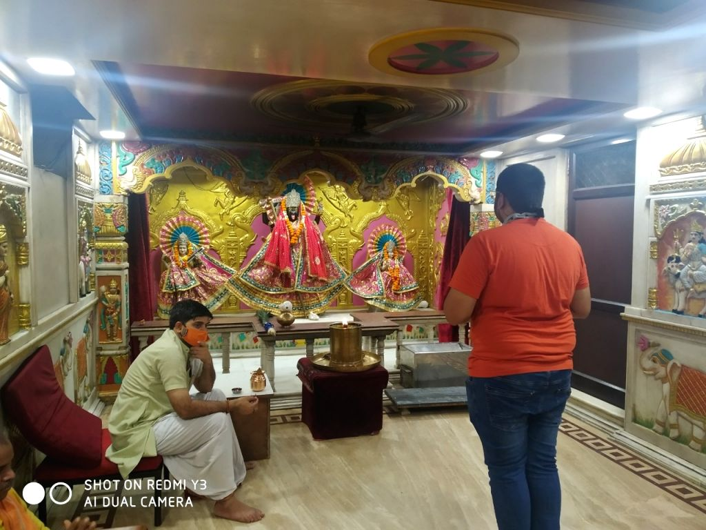 Few devotees at Jhandewalan temples on 1st day of reopening in Delhi