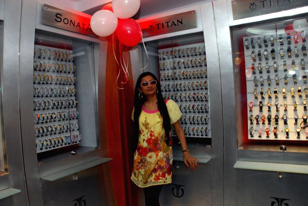 "Film Actress June Mallya opened ""World of Titan Showroom"" in South Kolkata on Sunday 12th April 2009."