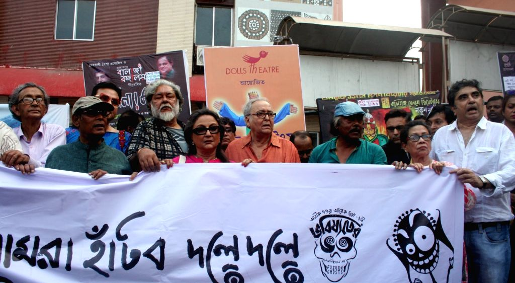Film Director Anik Dutta along with filmmaker Buddhadeb Dasgupta, author Kalyan Ray and actors Aparna Sen and Soumitra Chatterjee participte in a rally organised  to protest against the ... - Aparna Sen and Soumitra Chatterjee