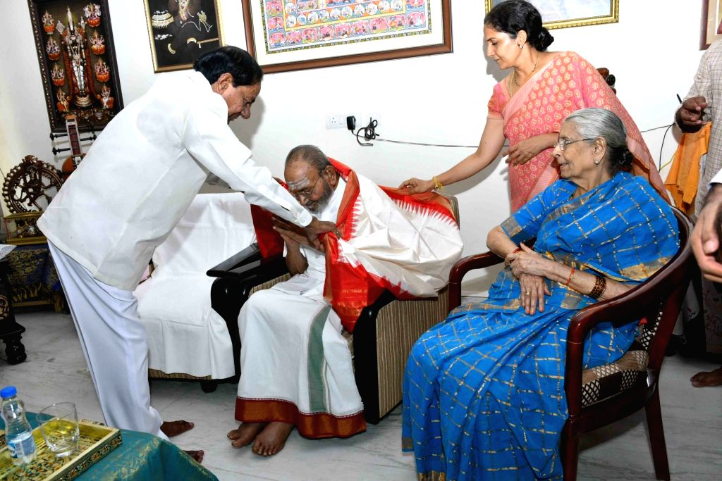 Film Nagar: Telangana Chief Minister K. Chandrashekar Rao meets director Kasinathuni Viswanath to inquire about his health at latter's residence in Film Nagar, Telangana on Aug 11, 2019. - K. Chandrashekar Rao