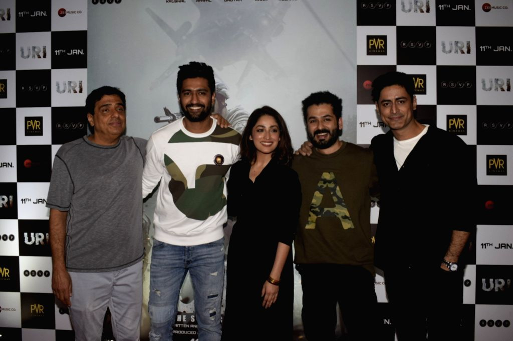 Film Producer Ronnie Screwvala with actors Vicky Kaushal, Yami Gautam, director Aditya Dhar and actor Mohit Raina. (Photo: IANS) - Aditya Dhar, Vicky Kaushal and Yami Gautam