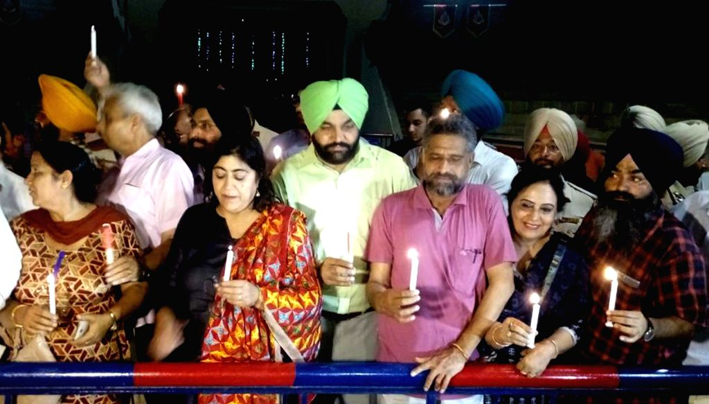 Filmmaker Gurinder Chadha, Amritsar MP Gurjeet Singh Aujla during a candle light vigil as they pay tribute to Indian freedom fighters at the India Pakistan Wagah Border Post, Punjab on Aug 15, ... - Gurinder Chadha and Gurjeet Singh Aujla