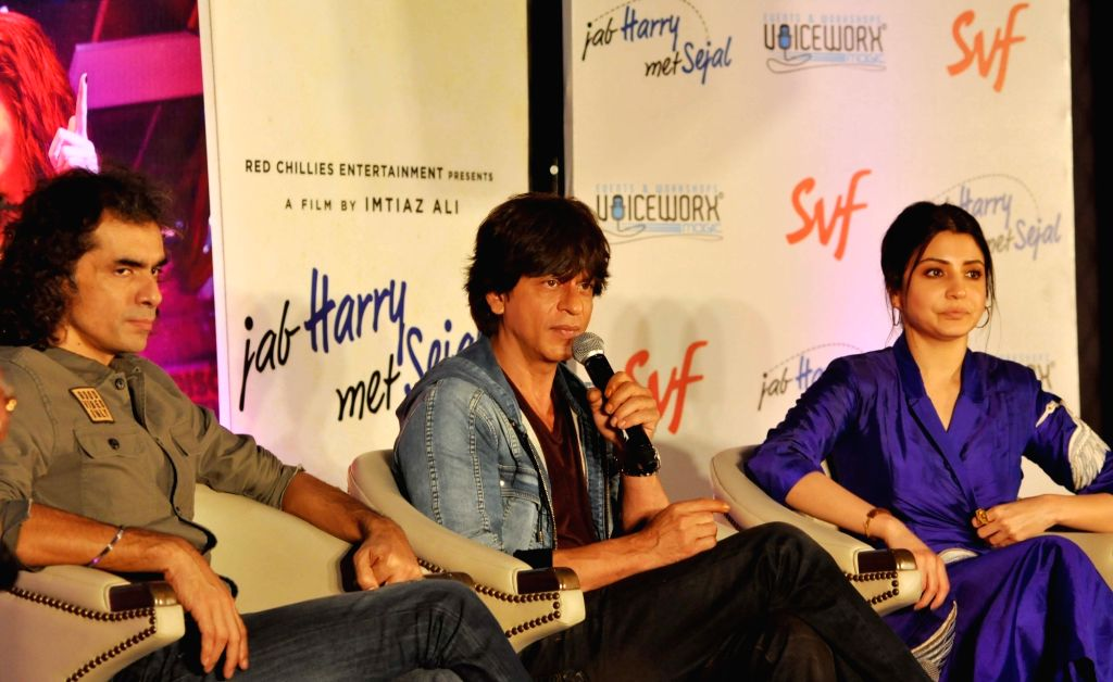 Filmmaker Imtiaz Ali along with actors Shah Rukh Khan and Anushka Sharma. (Photo: Kuntal Chakrabarty/IANS) - Imtiaz Ali, Shah Rukh Khan and Anushka Sharma
