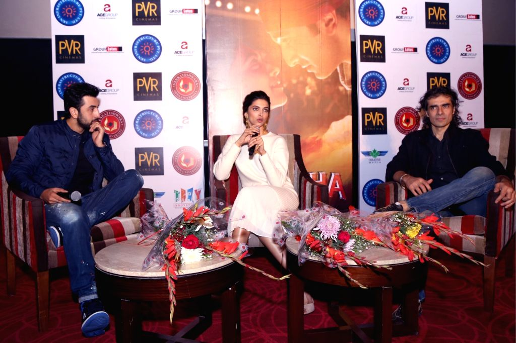 """Filmmaker Imtiaz Ali with actors Deepika Padukone and Ranbir Kapoor during a press conference to promote their upcoming film """"Tamasha"""" in New Delhi, on Nov 23, 2015. - Imtiaz Ali, Deepika Padukone and Ranbir Kapoor"""