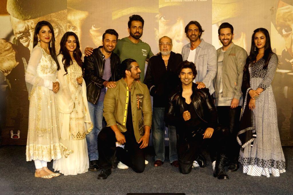 Filmmaker JP Dutta with actors Ishitha Chauhan, Dipika Kakar, Siddhanth Kapoor, Sonu Sood, Harshvardhan Rane, Arjun Rampal, Gurmeet Choudhary, Luv Sinha and Sonal Chauhan at the trailer ... - Arjun Rampal, Ishitha Chauhan, Dipika Kakar, Siddhanth Kapoor, Sonu Sood, Harshvardhan Rane, Gurmeet Choudhary, Luv Sinha and Sonal Chauhan