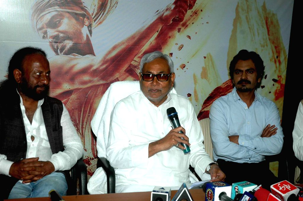 Filmmaker Ketan Mehta and actor Nawazuddin Siddiqui meet the Bihar Chief Minister Nitish Kumar to promote their upcoming film `Manjhi: The Mountain Man` in Patna on Aug 17, 2015. - Ketan Mehta and Nawazuddin Siddiqui