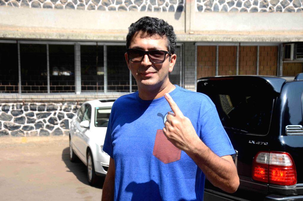 Filmmaker Kunal Kholi after casting his vote for the Lok Sabha elections, in Mumbai, on April 24, 2014. - Kunal Kholi