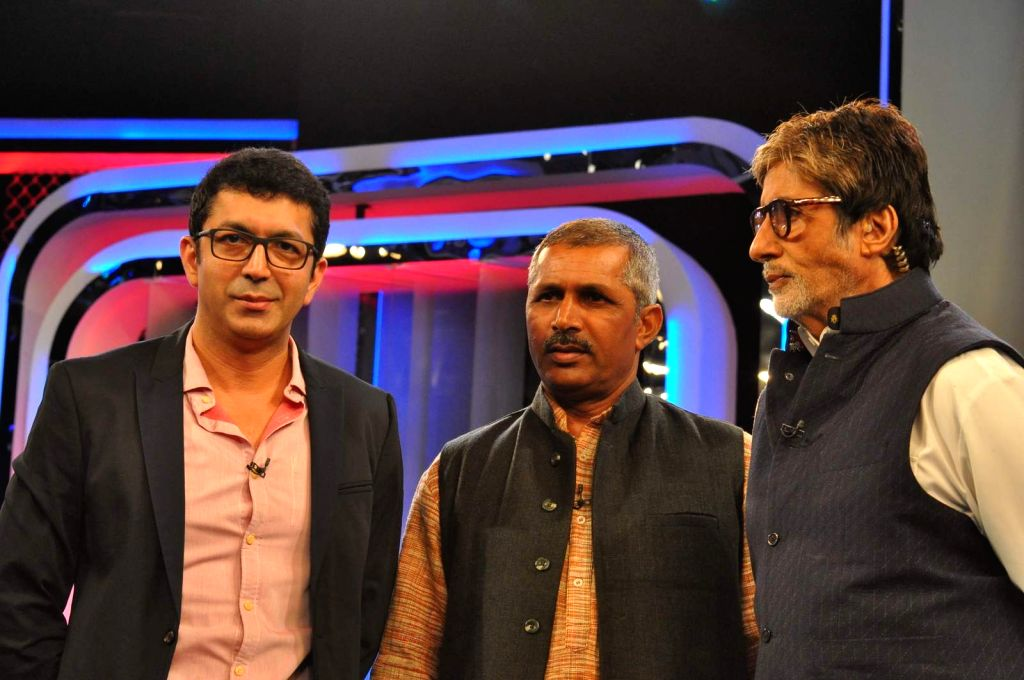 Filmmaker Kunal Kholi and actor Amitabh Bachchan attend Banega Swachh India Cleanathon, in Mumbai on Jan 17, 2016. - Kunal Kholi and Amitabh Bachchan