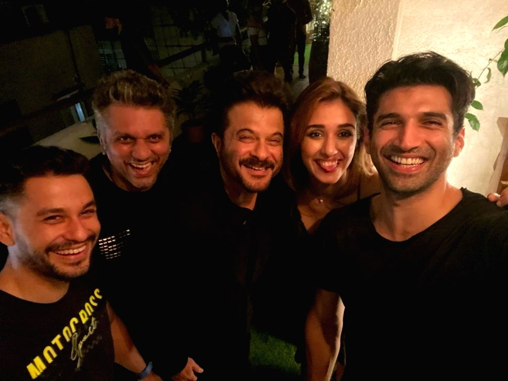 "Filmmaker Mohit Suri has completed the shooting of his next film ""Malang"". Mohit on Monday took to Instagram and wrote: ""Madness !! Mayhem !!Malang ! filmwrap."" Along with the ... - Mohit Suri, Anil Kapoor, Disha Patani, Aditya Roy Kapoor and Kunal Kemmu"