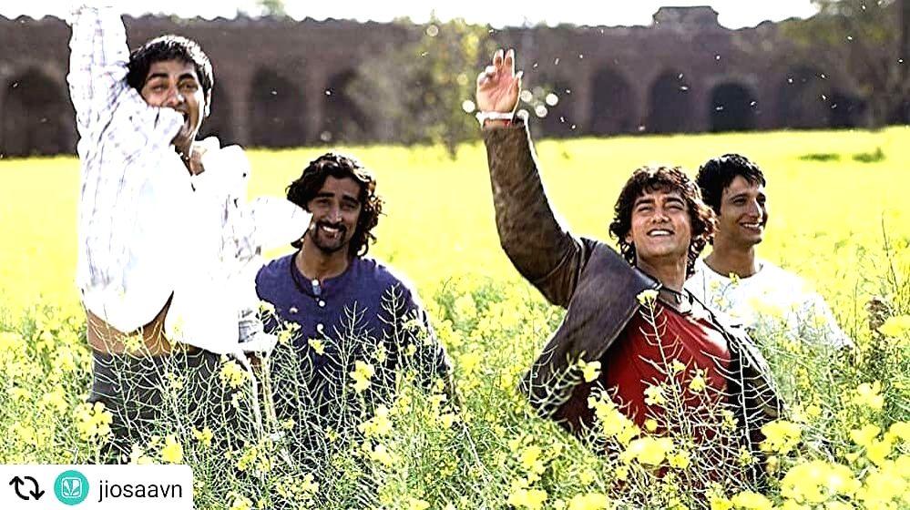 Filmmaker Rakeysh Omprakash Mehra on Tuesday turned nostalgic as his directorial Rang De Basanti completed 15 years of release - Rakeysh Omprakash Mehra