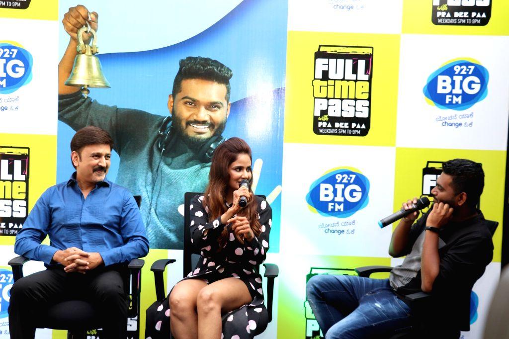 Filmmaker Ramesh Aravind, actress Parul Yadav and RJ Pradeepa during a Big FM show in Bengaluru on Feb 7, 2019. - Ramesh Aravind and Parul Yadav