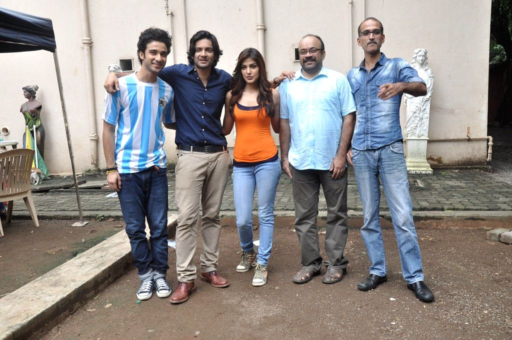 Filmmaker Rohan Sippy, actors Raghav Juyal, Ali Faisal and Rhea Chakraborty during the photo shoot of film Sonali Cable at Mehboob studio in Mumbai, on August 1, 2014. - Rohan Sippy, Raghav Juyal, Ali Faisal and Rhea Chakraborty
