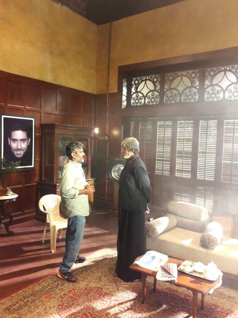 Filmmaker S S Rajamouli meets Amitabh Bachchan on the sets of Sarkar 3. - S S Rajamouli and Amitabh Bachchan