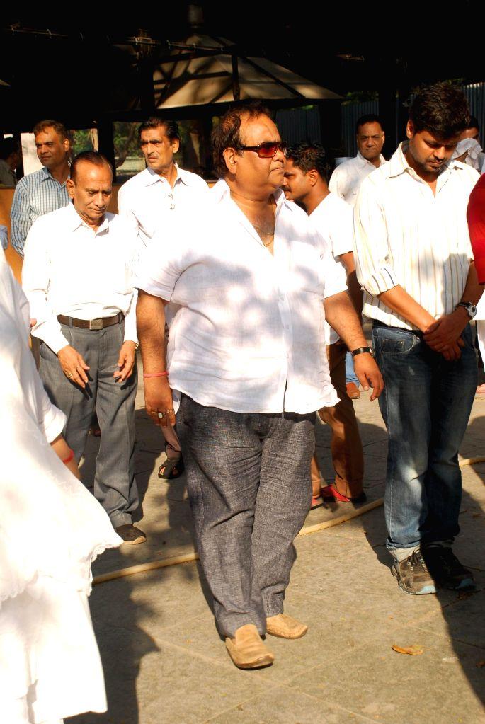Filmmaker Satish Kaushik during the Karan Razdan`s mother dies funeral in Mumbai, on Dec 4, 2014. - Satish Kaushik