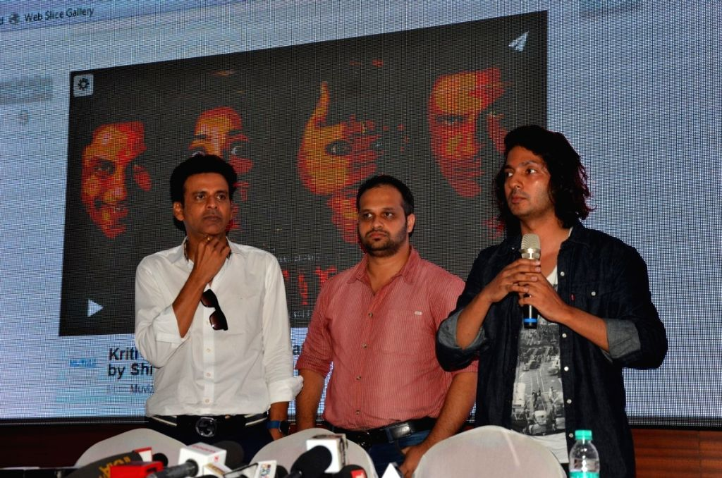 Filmmaker Shirish Kundere and actor Manoj Bajpayee during the press conference regarding the plagiarism row over short film Kriti, in Mumbai, on July 1, 2016. - Shirish Kundere and Manoj Bajpayee