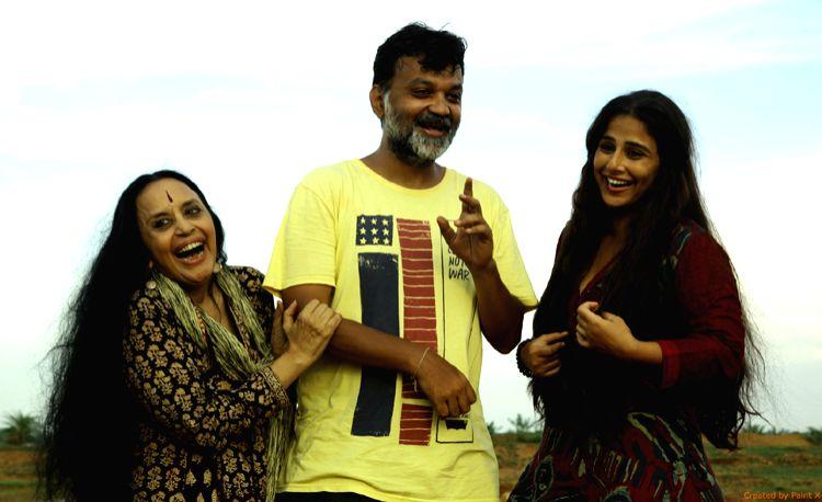 Filmmaker Srijit Mukherji shares a light moment with actresses Vidya Balan (right) and Ila Arun. (Photo Courtesy: Vishesh Films) - Srijit Mukherji and Vidya Balan